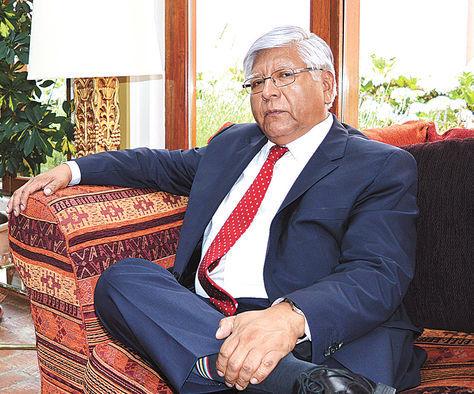 Visita. Gaspar, en la residencia del Consuladode Chile enLaPaz.