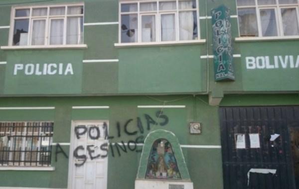 Envían a la cárcel a seis policías implicados en la asfixia a una joven en las celdas de Caracollo