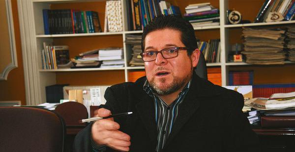 El vocal José Luis Exeni recordó que está prohibido el uso de bienes públicos en la campaña