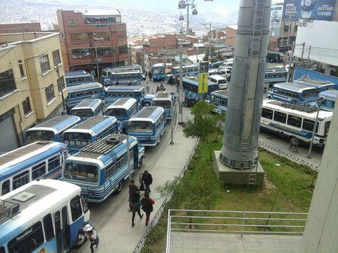 Transportistas de La Paz bloquean en la avenida Buenos Aires. Foto: Jorge Quispe