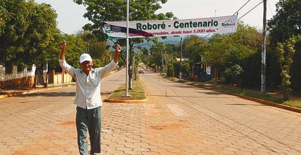 Juan Tomichá, en una de las avenidas que ha sido iluminada, habló de la pujanza de los roboreseños