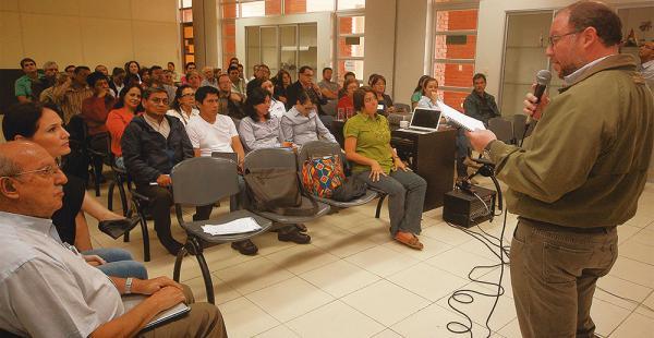 Sectores educativos escucharon la explicación de la consultoría