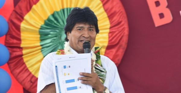 El presidente Evo Morales entregó un tinglado para un colegio, 22 viviendas sociales y un sistema de agua potable en la comunidad Yuracaré La misión del municipio de Chimoré.