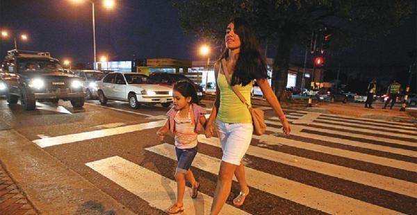 Los peatones ahora ya no tienen que cruzar corriendo y desafiando la velocidad de los motorizados