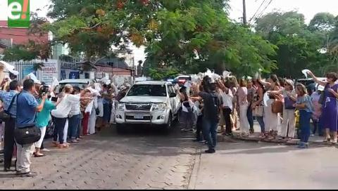 Con pañuelos blancos piden justicia y libertad para procesados en el caso Rózsa