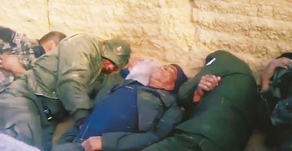 Un grupo de policías fue tomado como rehén por los mineros