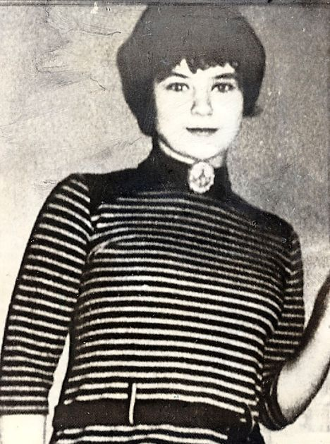 ******* MUST READ NEW LEGAL WARNING BOX 17/4/2002**** MARY BELL, convicted child murderer, pictured at the age of sixteen.