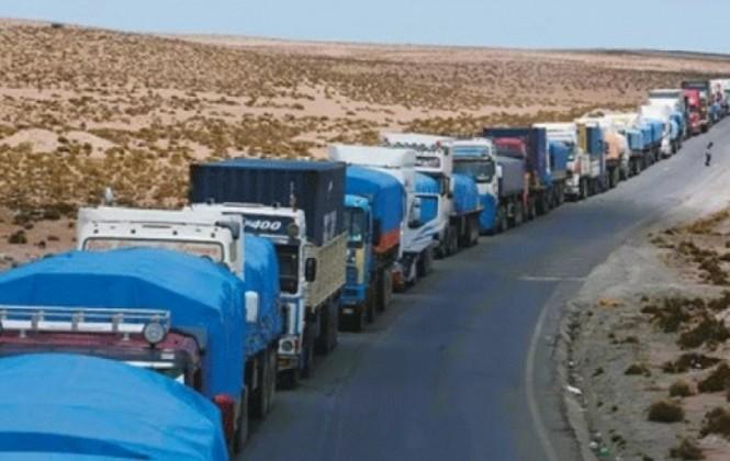 Un breve cuarto intermedio posibilita a los transportistas bolivianos pasar la frontera chilena