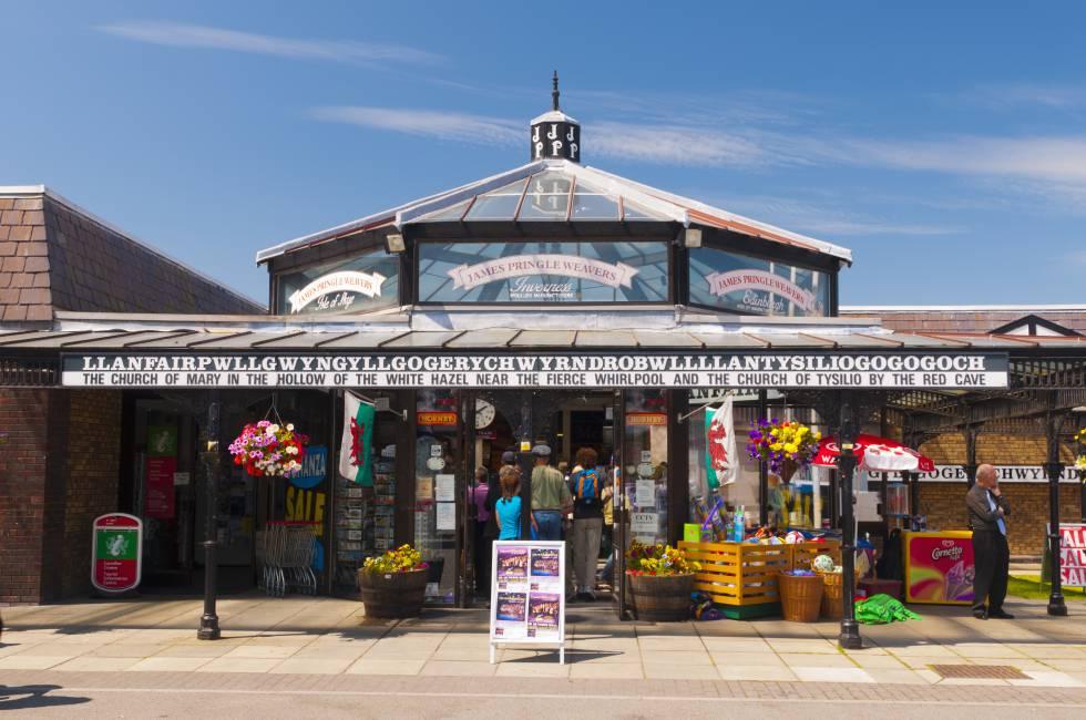 Estación de Llanfairpwllgwyngyllgogerychwyrndrobwllllantysiliogogogoch, en Gales, Reino Unido.