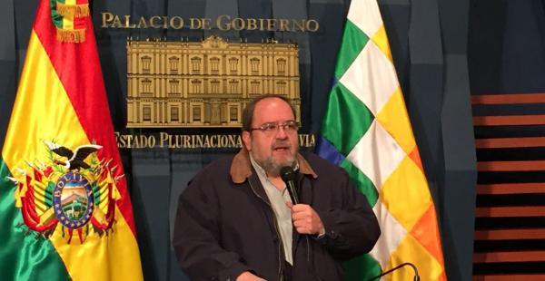 Roberto Aguilar, ministro de Educación, en conferencia de prensa este sábado
