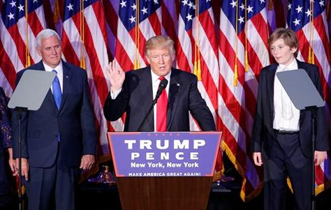 El candidato republicano a la Presidencia, Donald Trump (c), da un discurso durante la fiesta electoral organizada en el New York Hilton Midtown de Nueva York (Estados Unidos) en la noche del 8 de noviembre de 2016. Foto:EFE