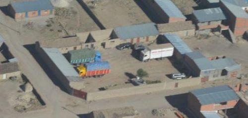 Una toma area de la inspección de casas de poblaciones fronterizas como Sabaya que ocultan camiones con supuesto contrabando.