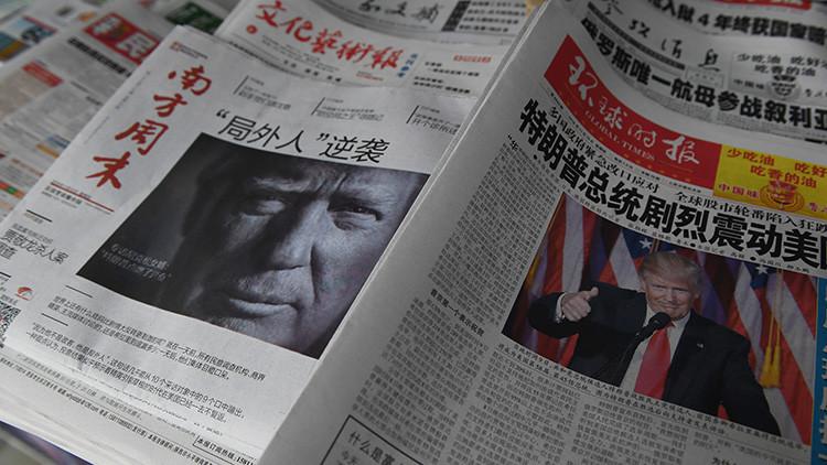 Varios periódicos chinos con la efigie del presidente electo de EE.UU., Donald Trump, en portada