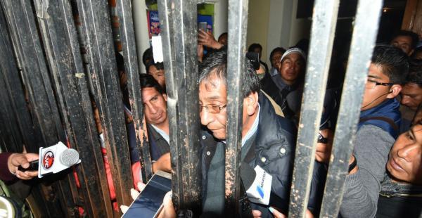 Momentos de tensión se vivieron en la sede de la Federación de Juntas Vecinales de la ciudad de El Alto.