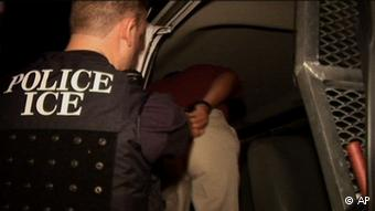 Symbolbild Razzia Kinderpornographie Immigration and Customs Enforcement (AP)