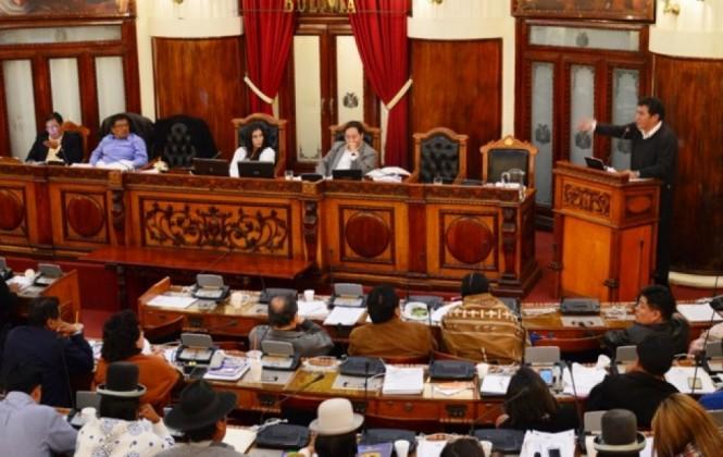 El PGE dispone que la Asamblea cubra pasajes y viáticos de personas que no son funcionarios