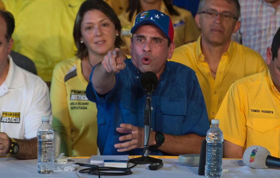 Capriles, durante una rueda de prensa.