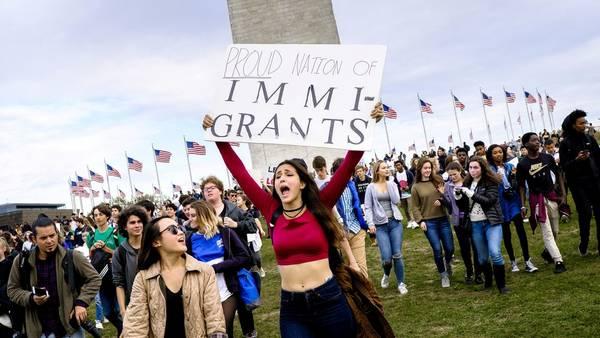 Protestas. Jóvenes universitarios manifestaron esta semana contra las políticas de Trump sobre migración. /BLOOMBERG