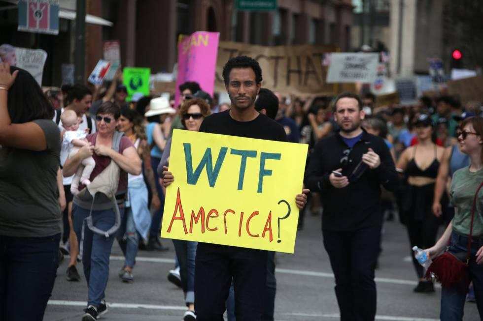 Manifestación en Los Ángeles contra el presidente electo Trump, el 12 de noviembre.