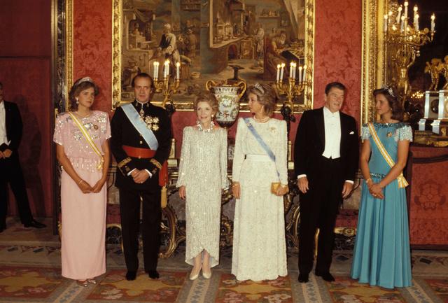 Los Reagan junto a los reyes y las infantas Cristina y Elena