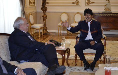 Morales (d) y Samper en la reunión que sostuvieron hoy en Palacio de Gobierno