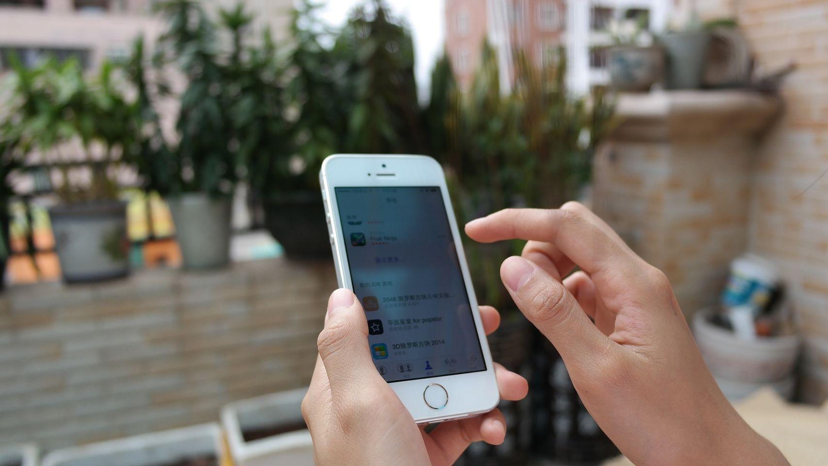La última versión de iOS se come la batería  y estropea el micrófono del iPhone