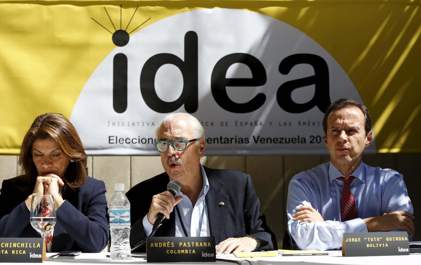 Los expresidentes Laura Chinchilla, Andrés Pastrana y Tuto Quiroga durante su visita a Venezuela (foto REUTERS)