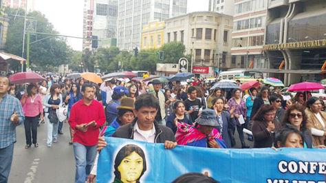 Una multitudinaria marcha en La Paz exige la erradicación de la violencia contra la mujer. Foto: Ángel Guiarachi