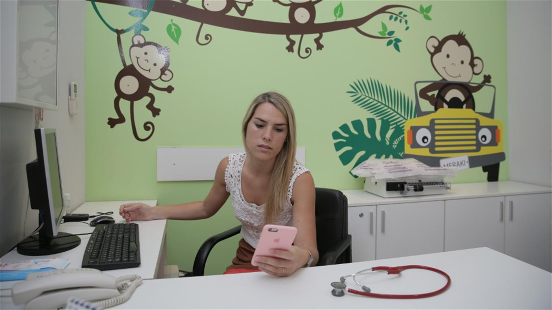 Para la pediatra Rosario Ceballos, las consultas irrelevantes por WhatsApp sobrecargan el sistema de salud Soledad Aznarez