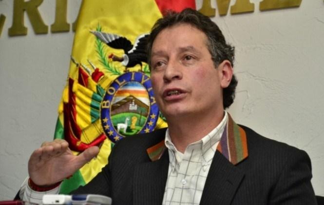 Ministro Navarro dice que el 80% de las minas en el Illimani fueron revertidas y el 20% está inactiva