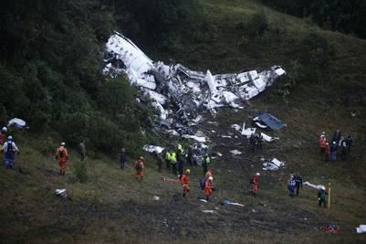 Los equipos de rescate trabajan en el lugar de la tragedia. (Foto: EFE)