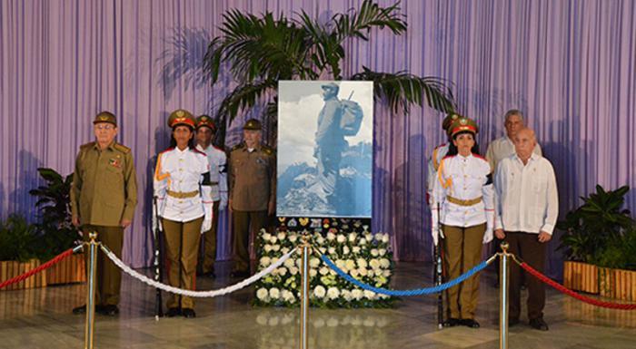 Raúl presidió la última guardia de honor en el homenaje al Comandante en Jefe Fidel Castro Ruz en el memorial José Martí