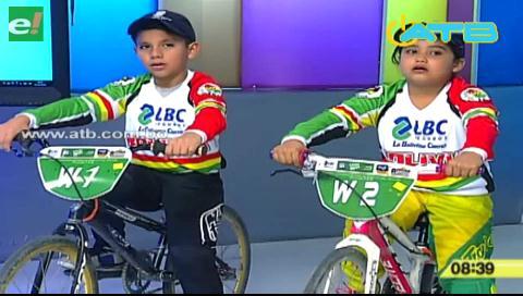 Niños bolivianos de 5 y 8 años son campeones internacionales de bicicross