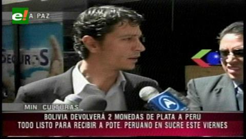 Bolivia devuelve dos monedas de plata sustraídas en Perú