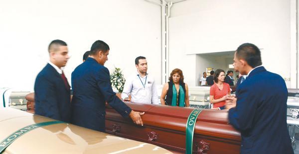 Pesar. Las autoridades colombianas entregaron el cuerpo del copiloto Ovar Goytia. Los restos llegarán hoy a Bolivia