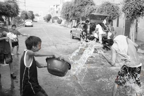 Las autoridades buscan cambiar los patrones de conducta respecto al uso responsable del agua, especialmente en la celebración del Carnaval. (Foto: epmg94.blogspot.com)