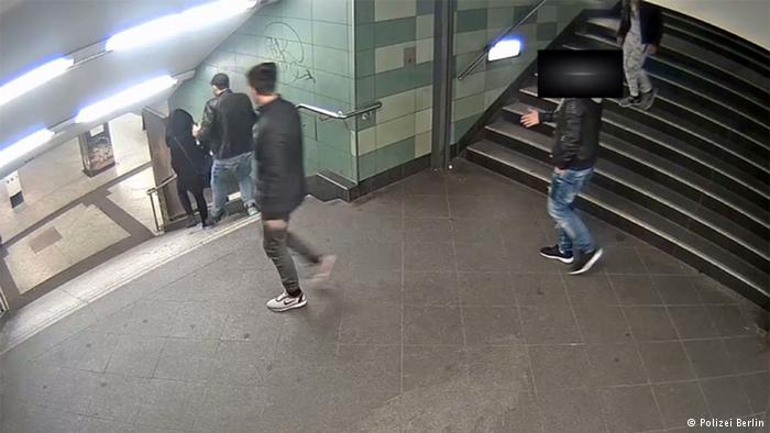 Berlin Überwachungskamera U-Bahn Hermannstraße - Angriff auf Frau (Polizei Berlin)