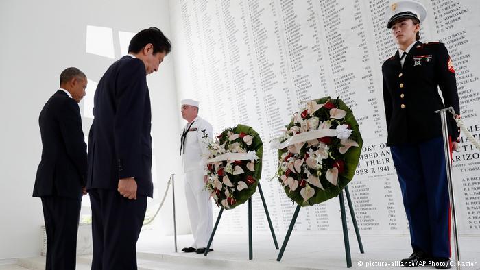 Barack Obama y Shinzo Abe en Honolulu