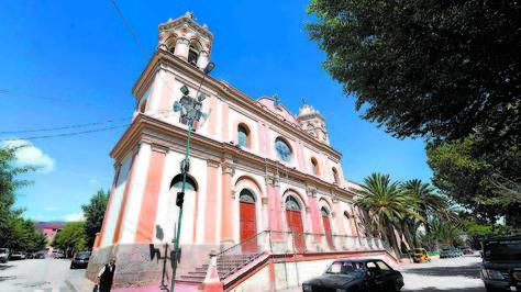 Catedral. El frontis de Nuestra Señora de la Candelaria, uno de los puntos más visitados en la ciudad de Tupiza. Fotos, Wara Vargas.
