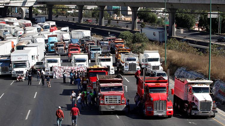 'Bots' alimentaron saqueos en México; hay un policía muerto y más de 500 detenidos