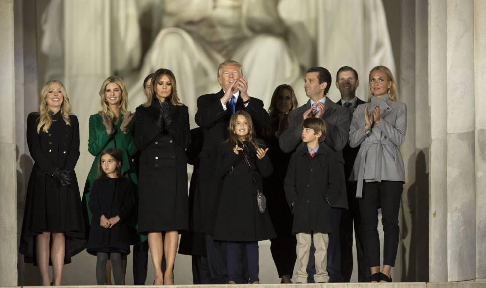 Donald Trump con su familia en el monumento a Lincoln.