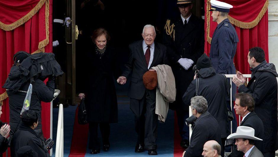 El expresidente Jimmy Carter y su esposa Rosalynn Carter llegan al lado oeste del Capitolio Nacional. (Crédito: Alex Wong/Getty Images)