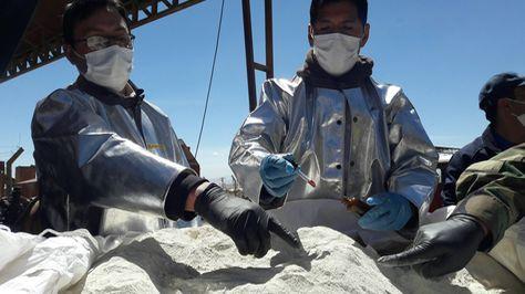 La FELCN incinera 7.5 toneladas de clorhidrato de cocaína que estaba camuflado con el mineral ulexita. Foto: ABI