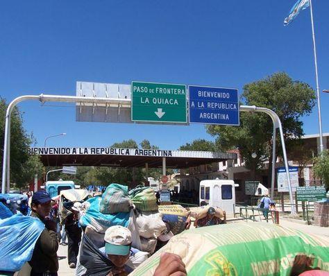 El paso fronterizo que une la localidad argentina de La Quiaca con la boliviana Villazón.