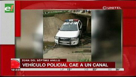 Camioneta de la Policía cae al canal Guapilo