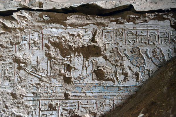 Los cuatro babuinos venerando la barca solar de Atum-Ra