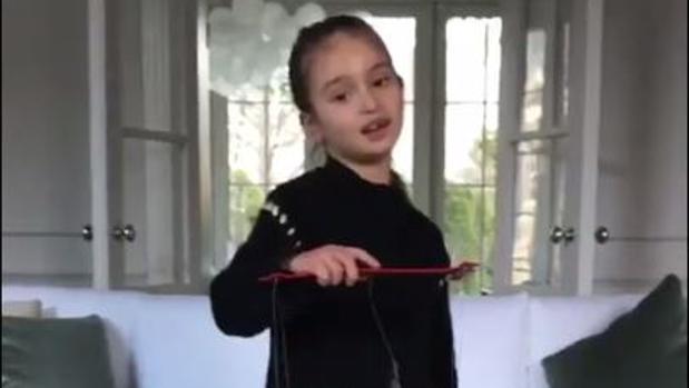 Fotograma del vídeo en que la nieta de Donald Trump, Arabella, felicita el Año Nuevo chino