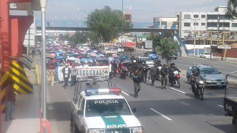 Marcha de la CNS en Cochabamba