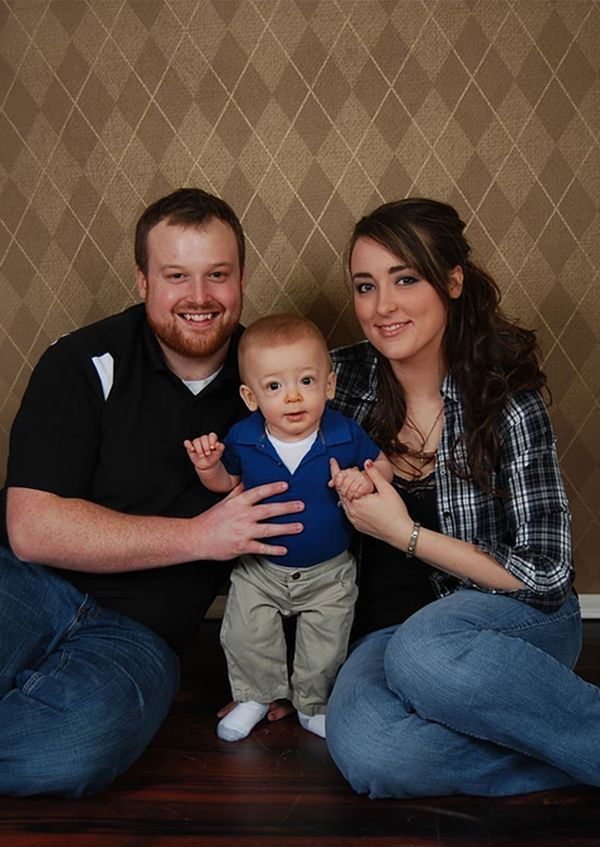 Ryan Austin, diagnosticado con el Síndrome de Hunter, junto con sus padres (www.ryanourlion.com)