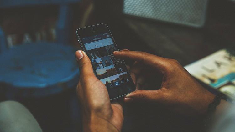 Revelan que Facebook cambia nuestra percepción del tiempo